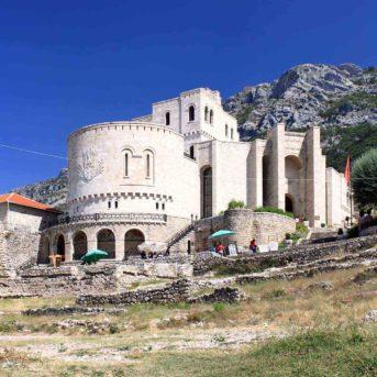 Krujia, Soggiorni Anek in Albania