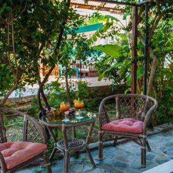 Tavolo esterno, Zante Nest studio