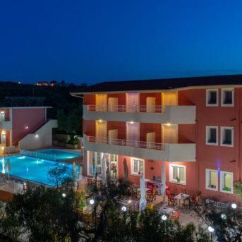 Esterno con piscina notte, Pantheon Hotel Zante