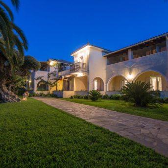 Esterno notte, Villa Phoenix appartamenti Zante