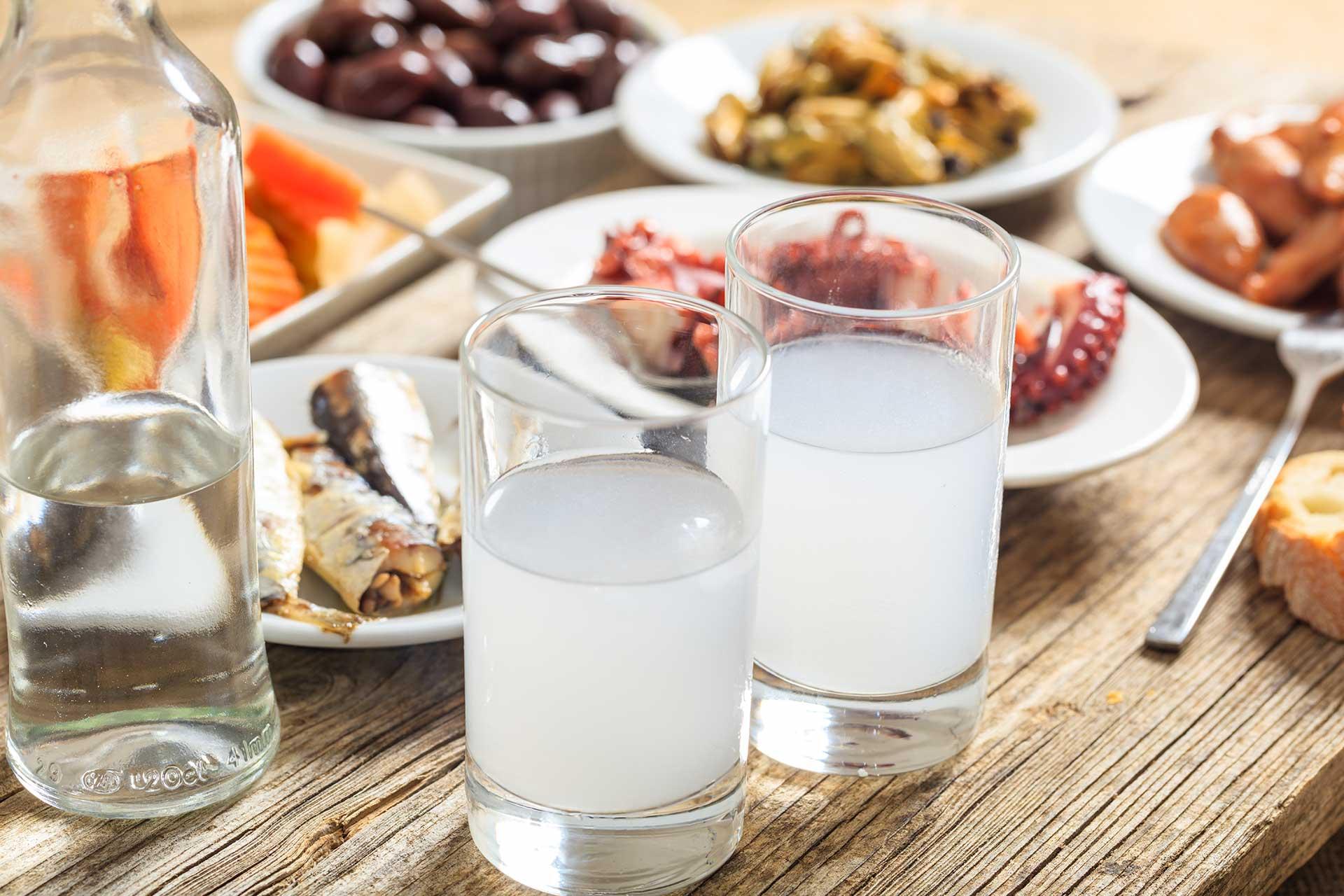Ouzo, il tipico liquore greco